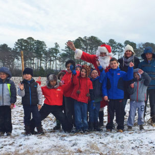 Volunteers (and Santa) Give Back to the Earth this Holiday Season!